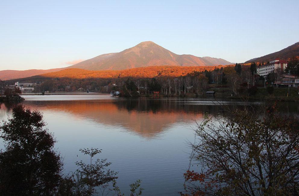 白樺湖に映る富士山